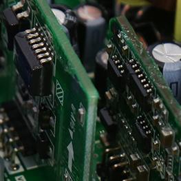 采用64位DSP(数字信号处理器)